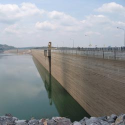 The Klong Tha Dan Dam in Nakon Nayok is the biggest of its type in the world.